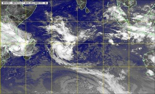 Saison cyclonique... dans La vie à Maurice sat-cyclone