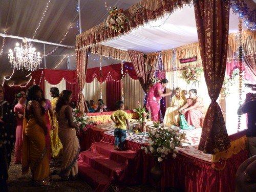 Un mariage hindou dans La vie à Maurice Mariage-indien-veille-cadre