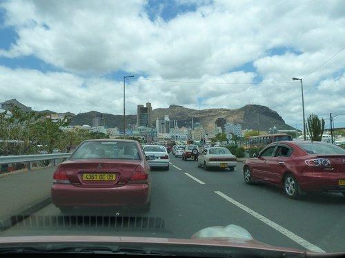 Sur les routes mauriciennes (2) dans La vie à Maurice bouchons-pl